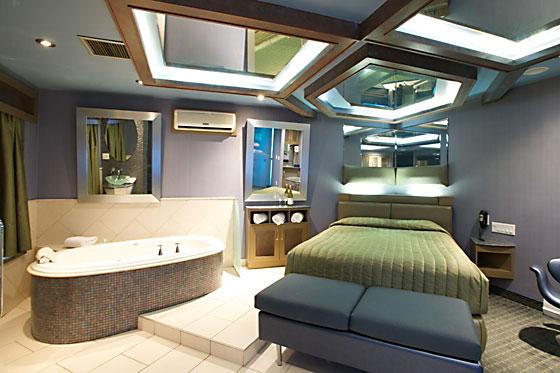 motel avec bain tourbillon et foyer